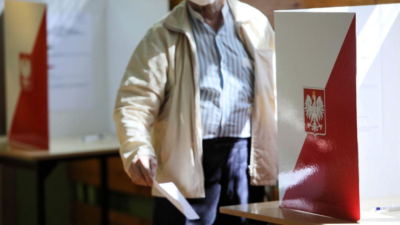 O naruszeniach ciszy wyborczej poinformowała policja (fot. PAP/Leszek Szymański)