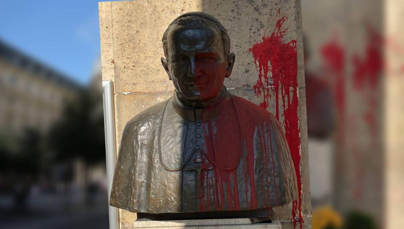 Nie wiadomo, kto dokonał aktu profanacji pomnika św. Jana Pawła II (fot. ks. Paweł Witkowski/PolskiFR.fr)