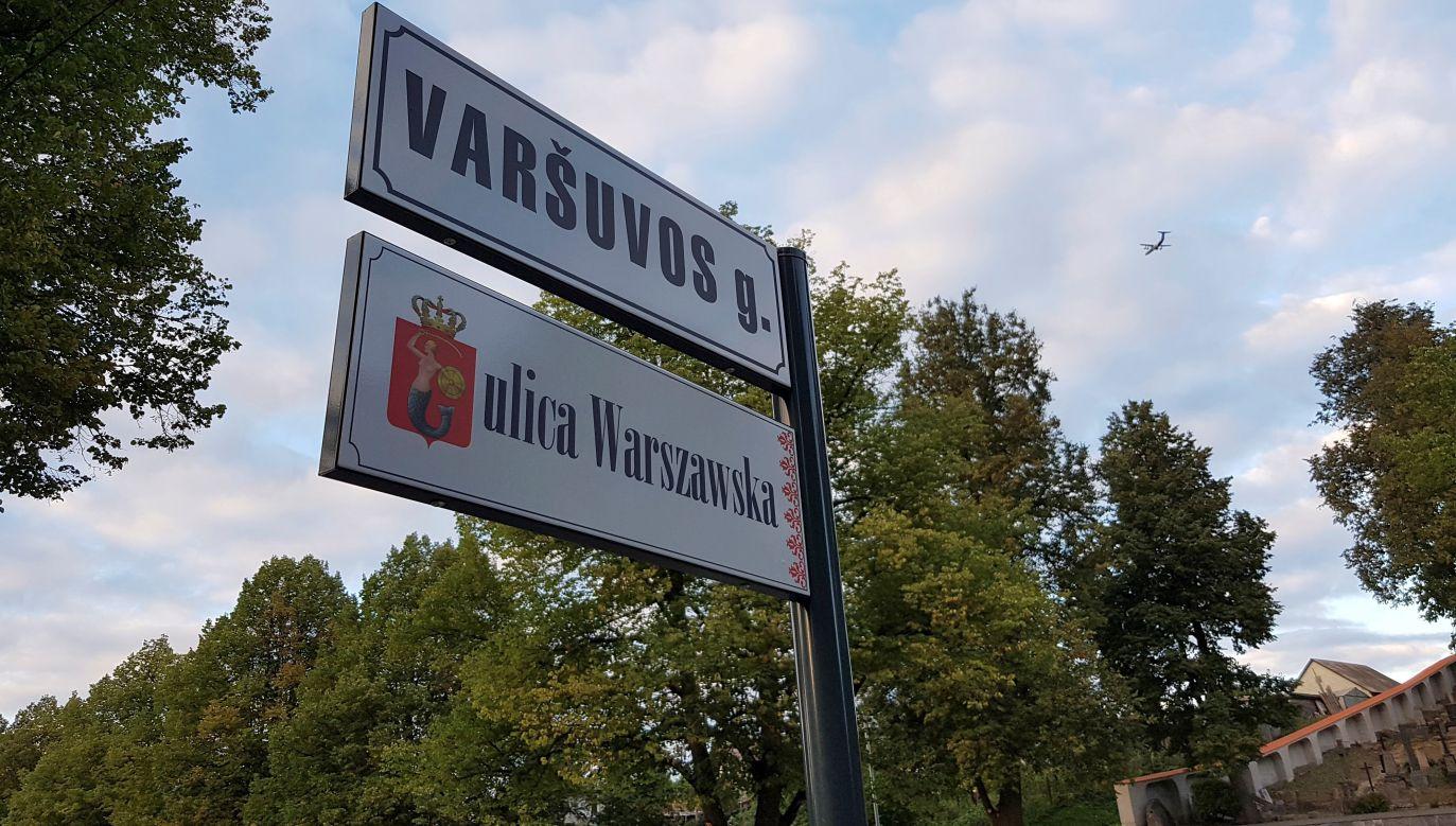 Polakom na Litwie udało się wywalczyć prawo do dwujęzycznych tabliczek z nazwami ulic. Na zdjęciu: ulica Warszawska w Wilnie. Fot. REUTERS/Andrius Sytas