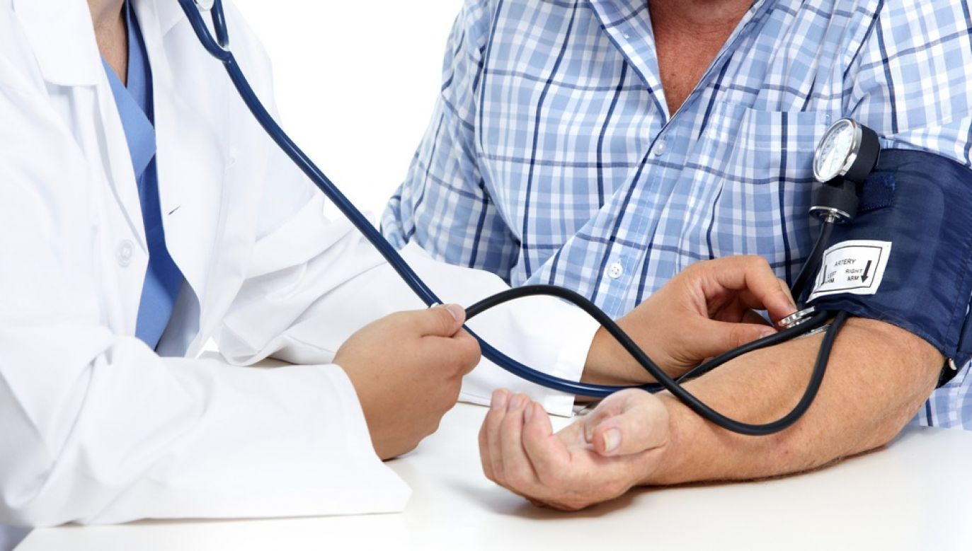 Naukowcy z Wielkiej Brytanii i USA analizowali zależność pomiędzy ciśnieniem tętniczym a poziomem biomarkerów składników odżywczych we krwi ponad 25 tys. osób (fot. Shutterstock)