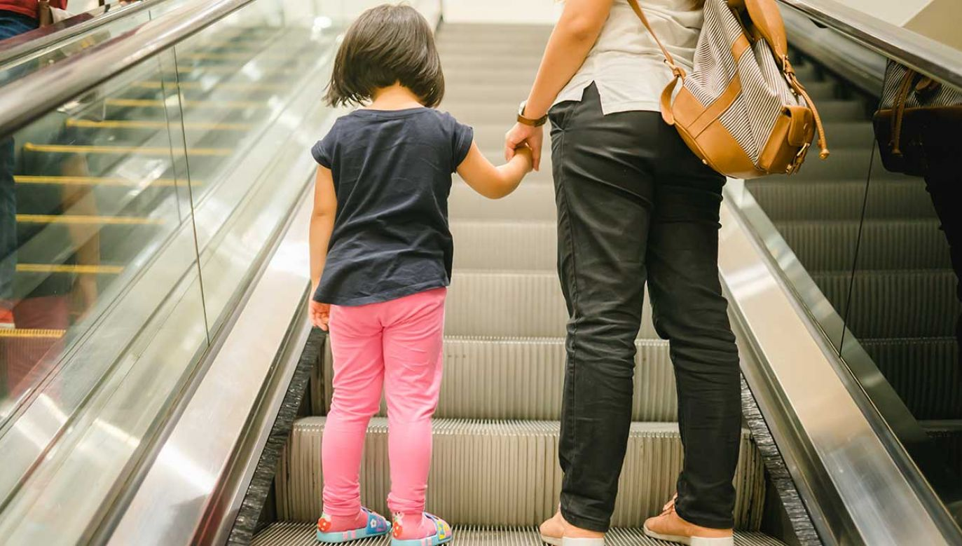 Senat za przepisami o karach za nielegalne adopcje (fot. Shutterstock/MIA Studio)