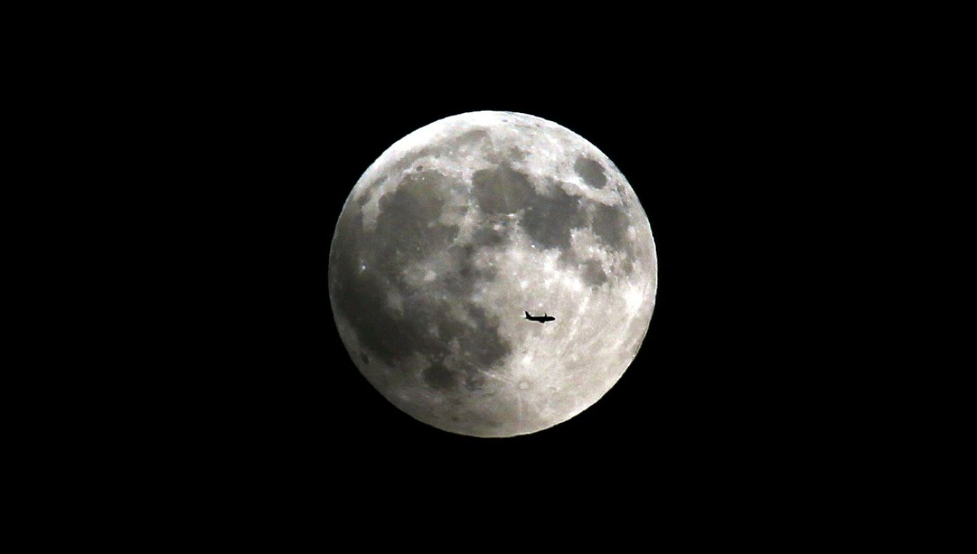 """Tegoroczny """"Zimny Księżyc"""" zaświeci podczas najdłuższej nocy, ale to nie znaczy że jest najjaśniejszy (fot. Ahmet Okatali/Anadolu Agency/Getty Images)"""