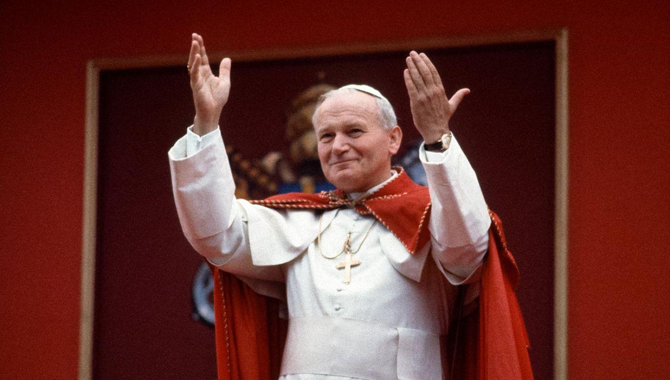Jan Paweł II ufał, że Matka Boża Fatimska go uratowała (fot. Chuck Fishman/Getty Images)