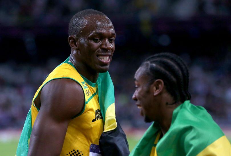 Yohan Blake gratuluje swojemu koledze z reprezentacji (fot. Getty Images)