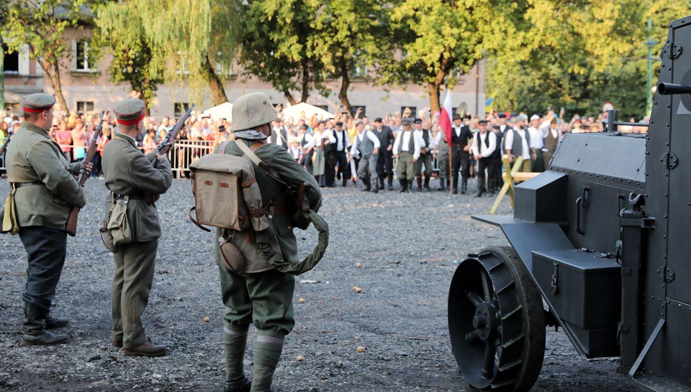 Widowisko historyczne, 14 sierpnia 2019, na terenie byłej kopalni Mysłowice, przygotowane z okazji 100. rocznicy wybuchu I Powstania Śląskiego (fot. PAP/Andrzej Grygiel)