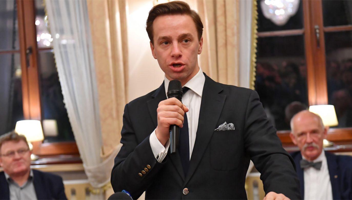 Krzysztof Bosak jest wiceprezesem Ruchu Narodowego (fot. PAP/Marcin Bielecki)