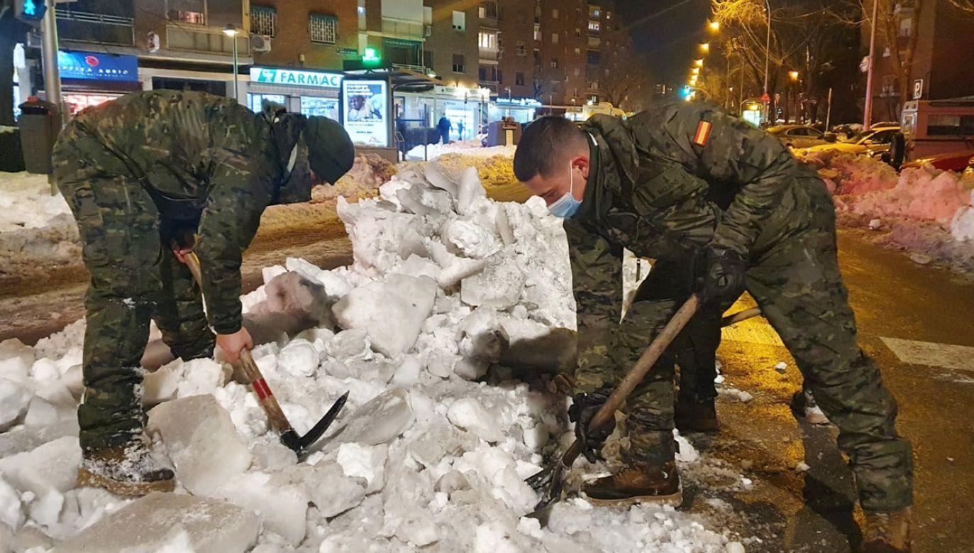 Śnieżyca Filomena sparaliżowała Hiszpanię (fot. PAP/EPA/Army's Anti-Aircraft Guns Command HANDOUT)