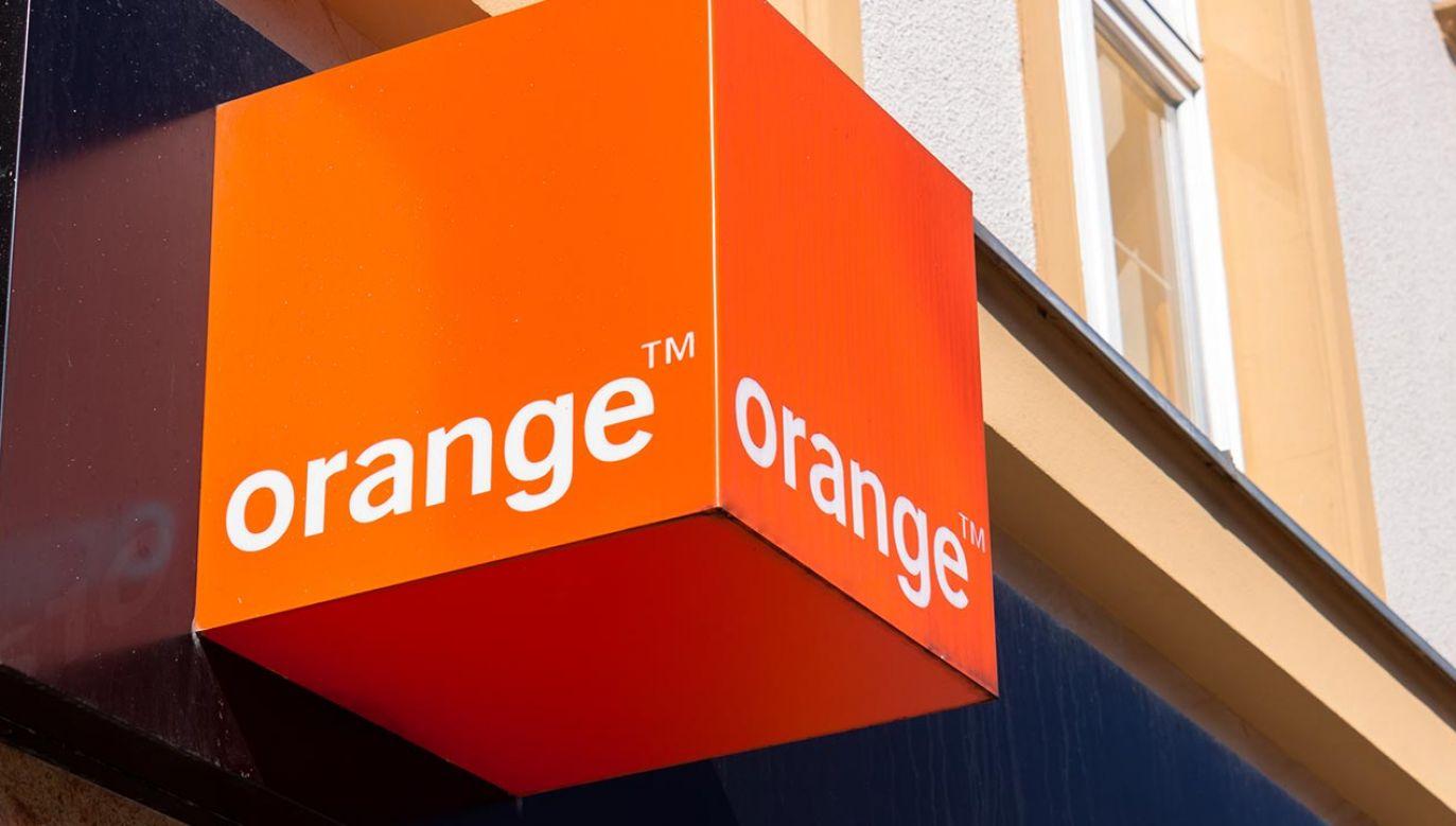 Operator musi poinformować konsumenta, że usługa jest  płatna (fot. Shutterstock/ksokolowska)