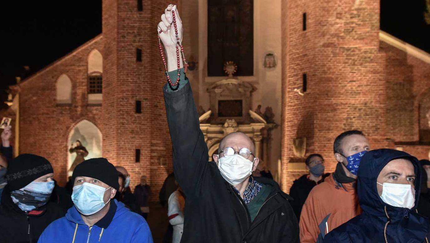 Ataki na kościoły w całej Polsce – jak reagować? (fot. FORUM/ Lukasz Dejnarowicz)