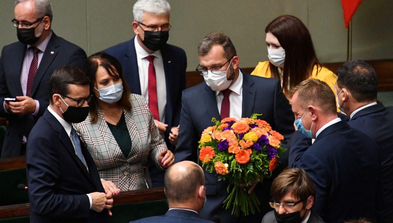 Członkowie rządu po głosowaniu nad wotum nieufności wobec ministra rolnictwa i rozwoju wsi (fot. PAP/Piotr Nowak)