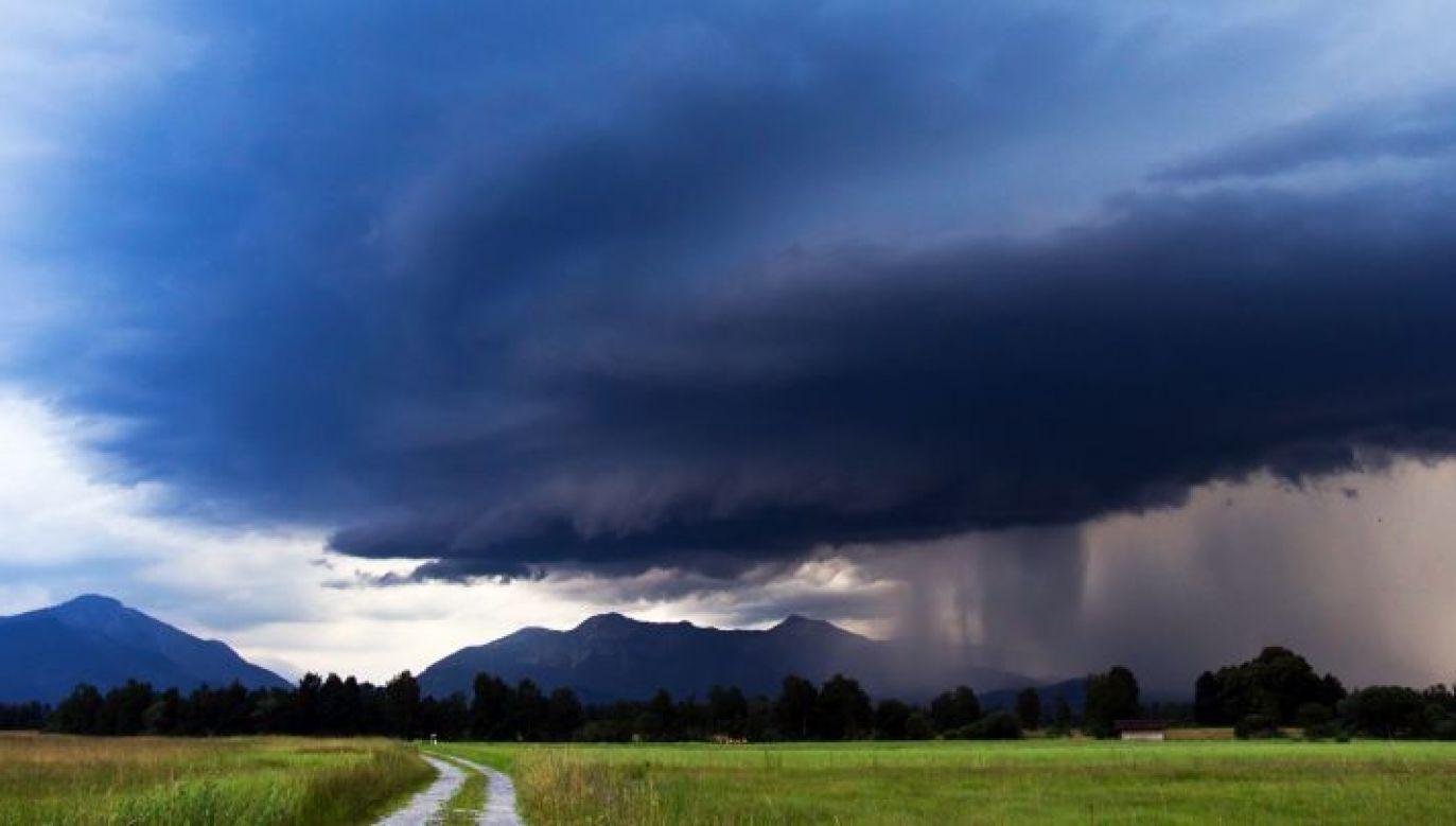 Burzom mogą towarzyszyć silne opady deszczu i gradu (fot. pixabay.com/SturmjaegerTobi)