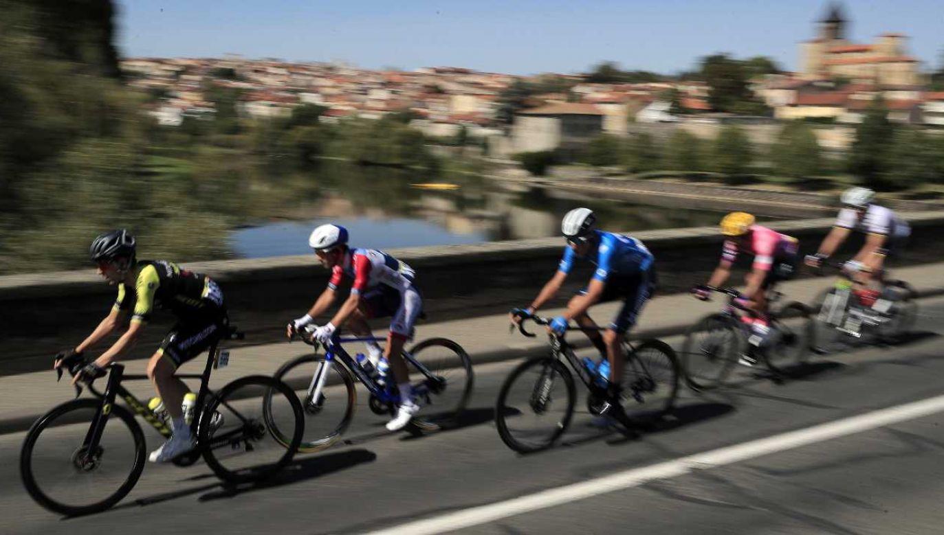 Tour de France cieszy się popularnością na całym świecie (fot. PAP/EPA/CHRISTOPHE PETIT TESSON)