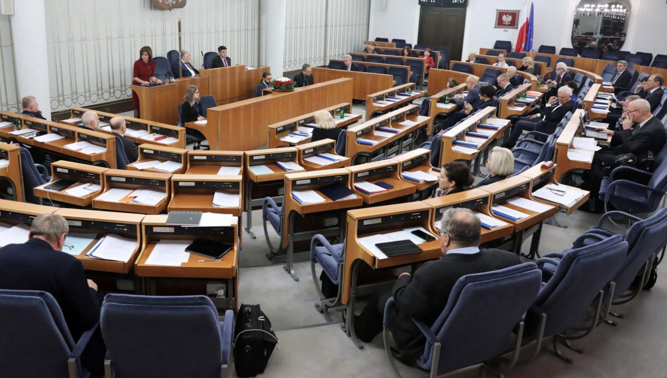 Senat nie wprowadził do noweli ustawy żadnych poprawek (fot. PAP/Tomasz Gzell)