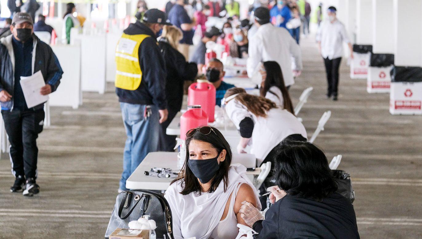 Fala obowiązkowych szczepień przeciwko Covid-19 w USA (fot. Shutterstock)