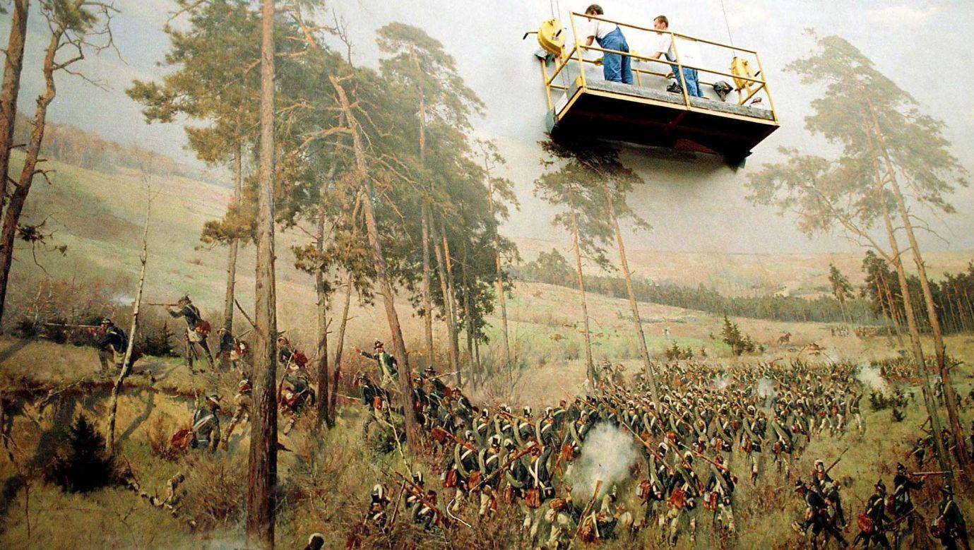 """Fragment """"Panoramy Racławickiej"""" w czasie zabiegów konserwtorskich w 1999 roku. Fot. PAP/ADAM HAWAŁEJ"""