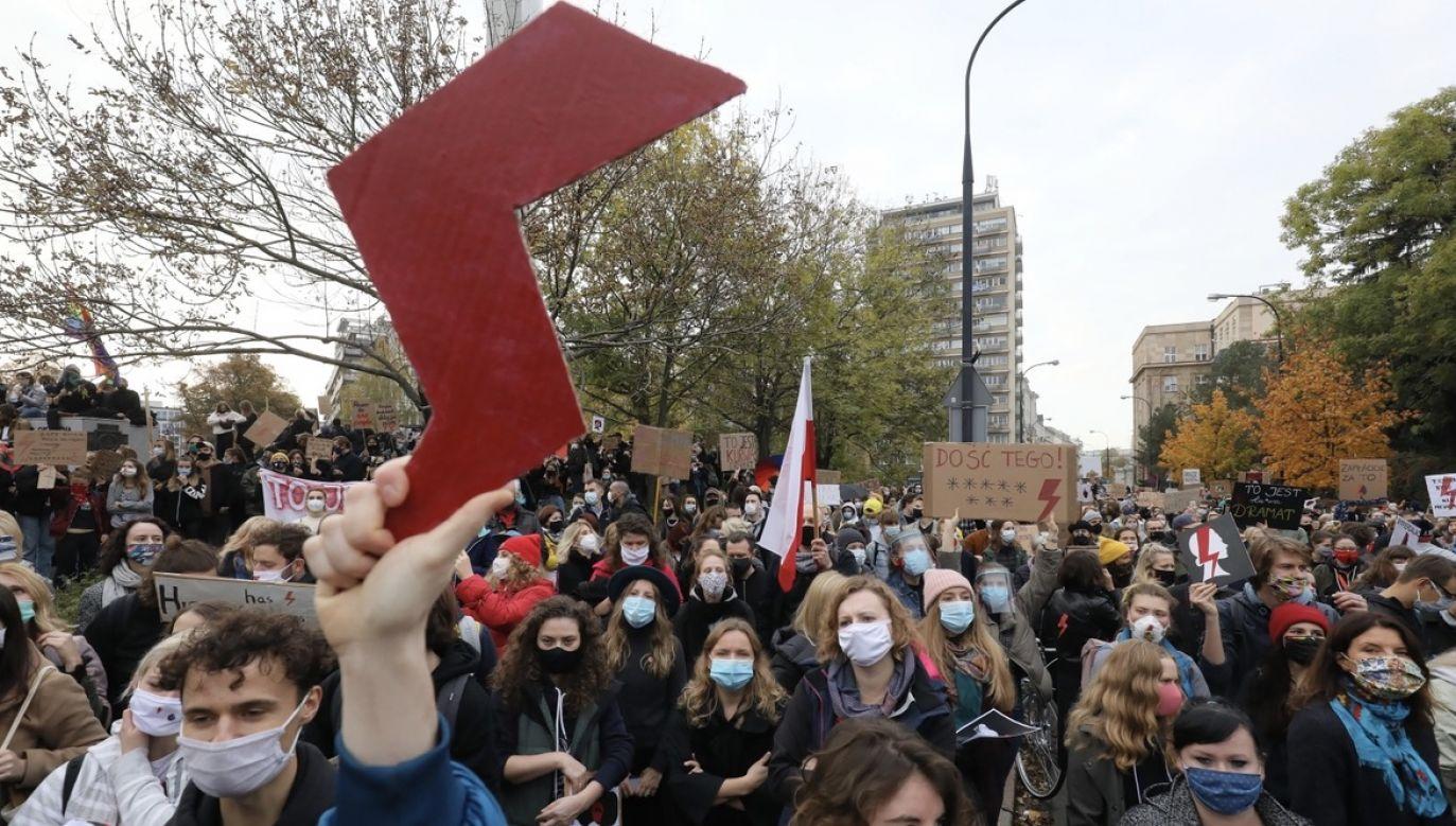 Pracujące w przedszkolu kobiety poparły protesty zwolenników prawa do aborcji eugenicznej (fot. PAP/Paweł Supernak, zdjęcie ilustracyjne)