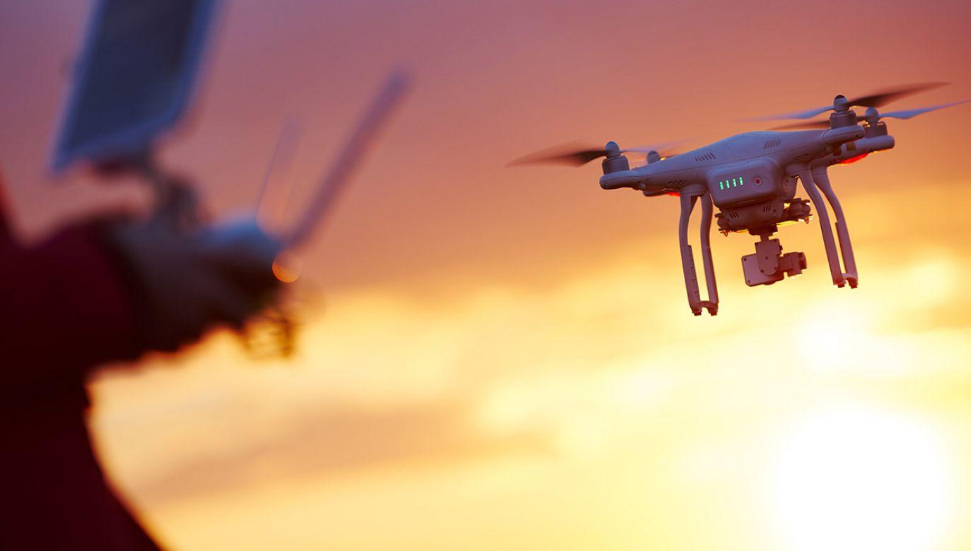 Testy dronów wykonywane są według ustalonego scenariusza (fot. Shutterstock/Dmitry Kalinovsky)