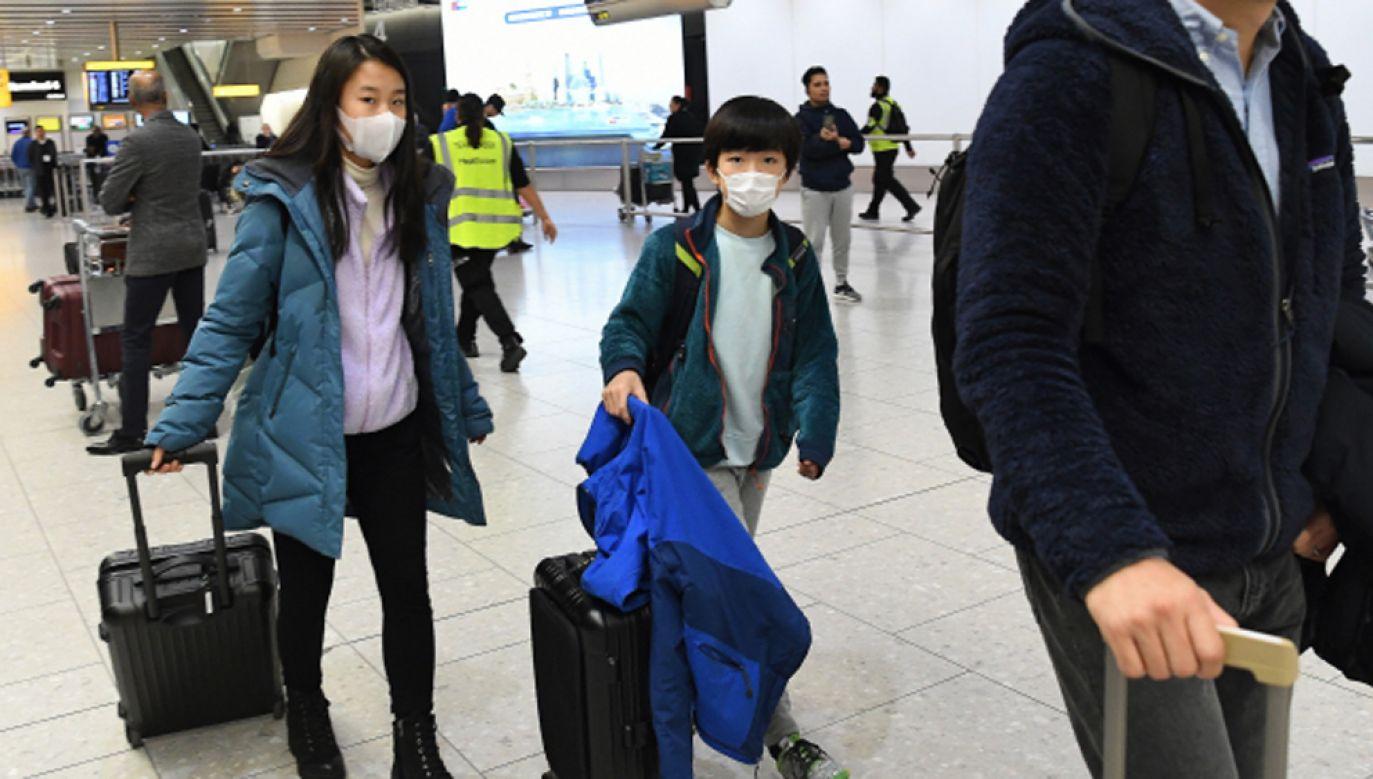 Rodzeństwo przez kilkadziesiąt minut siedziało samotnie na terminalu  (fot. PAP/EPA/ANDY RAIN/ zdjęcie ilustracyjne)
