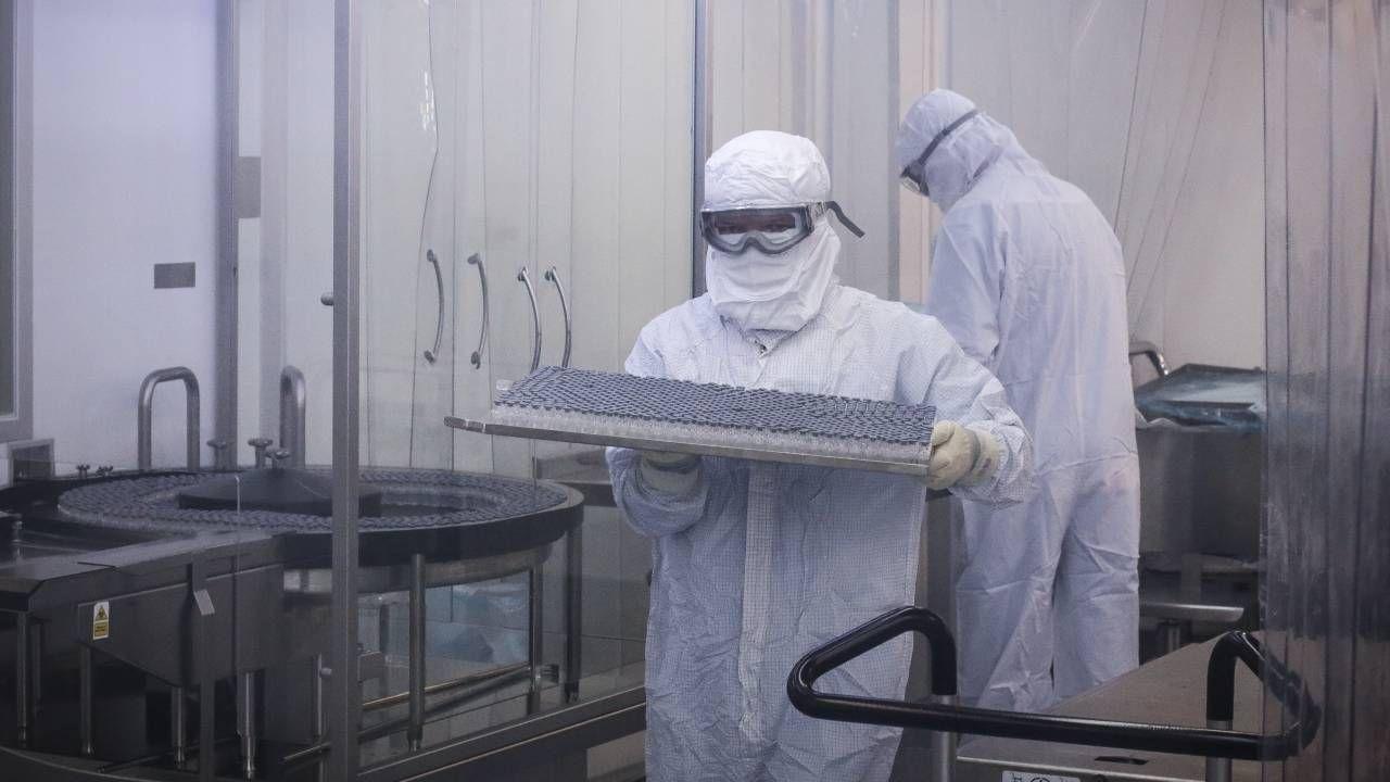 Wiele wskazuje na to, że koronawirus wyciekł z laboratorium w Wuhan (fot. PAP/EPA/Andre Coelho)