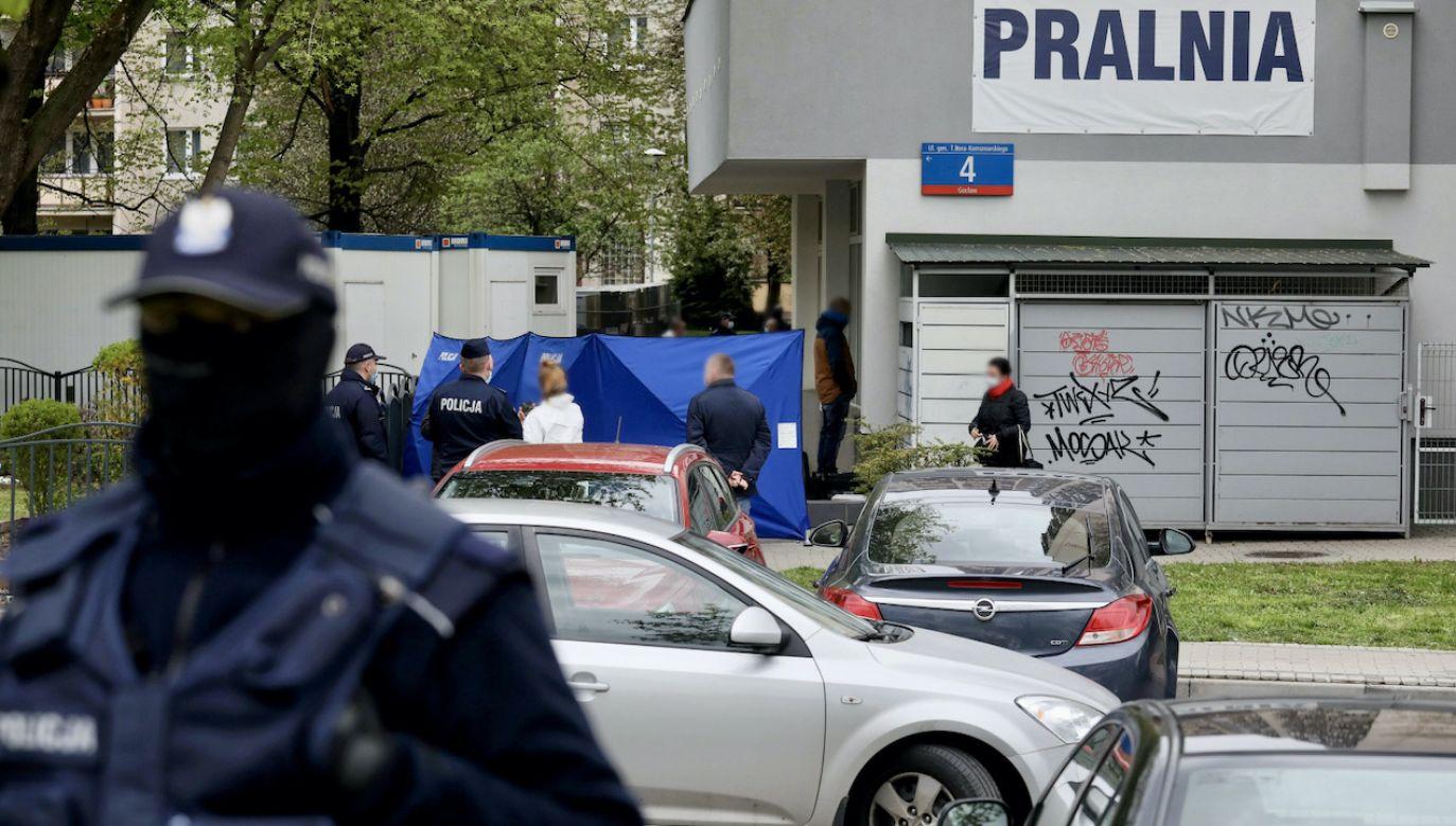 Służby na miejscu zdarzenia w Warszawie (fot. PAP/P.Supernak)