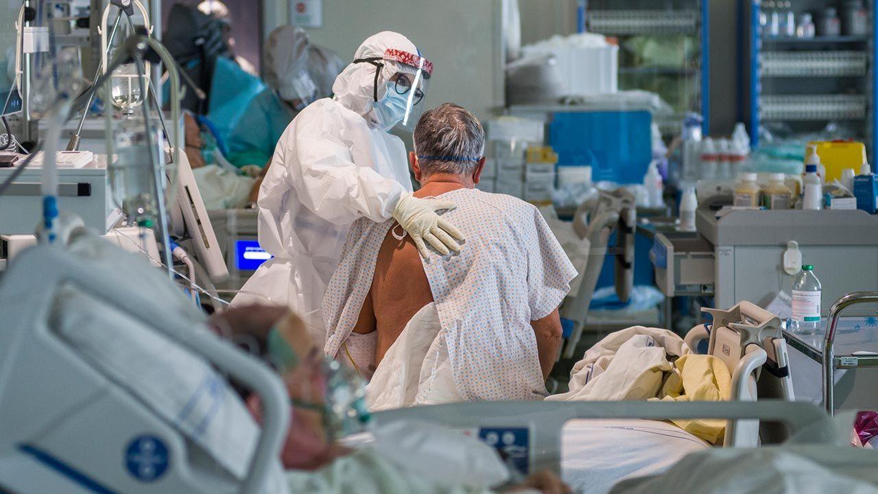 Naukowcy ostrzegają też przed lekiem antymalarycznym (fot. Michele Lapini/Getty Images)