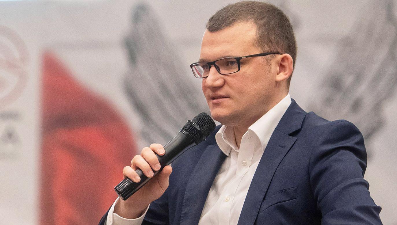 Paweł Szefernaker podkreślił, że rząd PiS zmierza w kierunku przywracania instytucji państwa w terenie (fot. PAP/Grzegorz Michałowski)