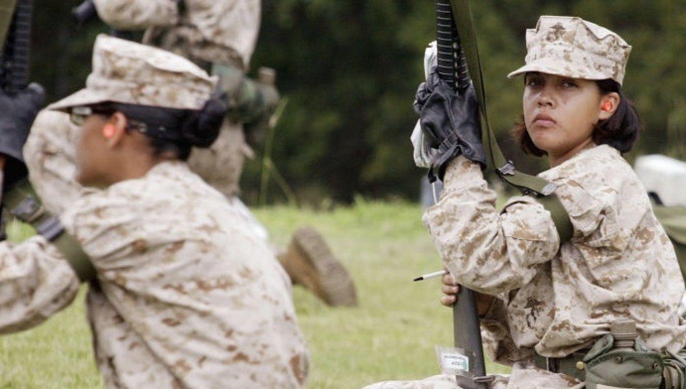 W rzeczywistości za żołnierkę podawali się oszuści (fot. Scott Olson/Getty Images)