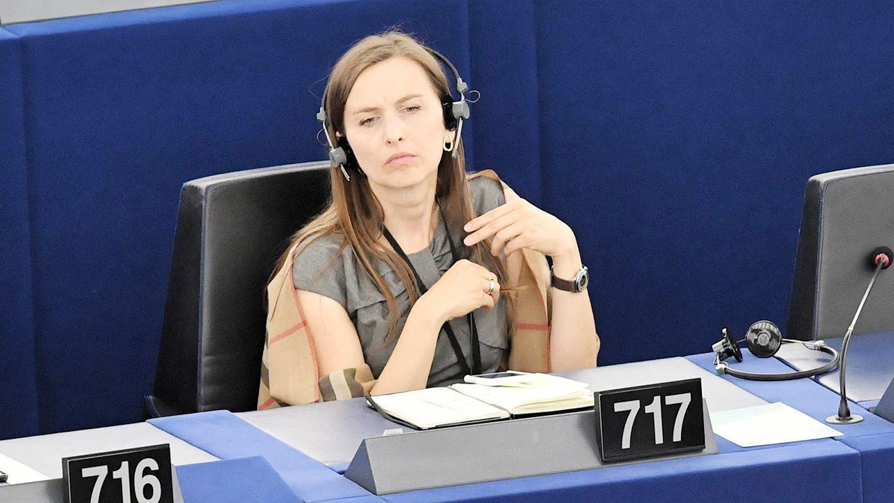 Europosłanka Sylwia Spurek chce zakazać wędkarstwa (fot. PAP/Radek Pietruszka)