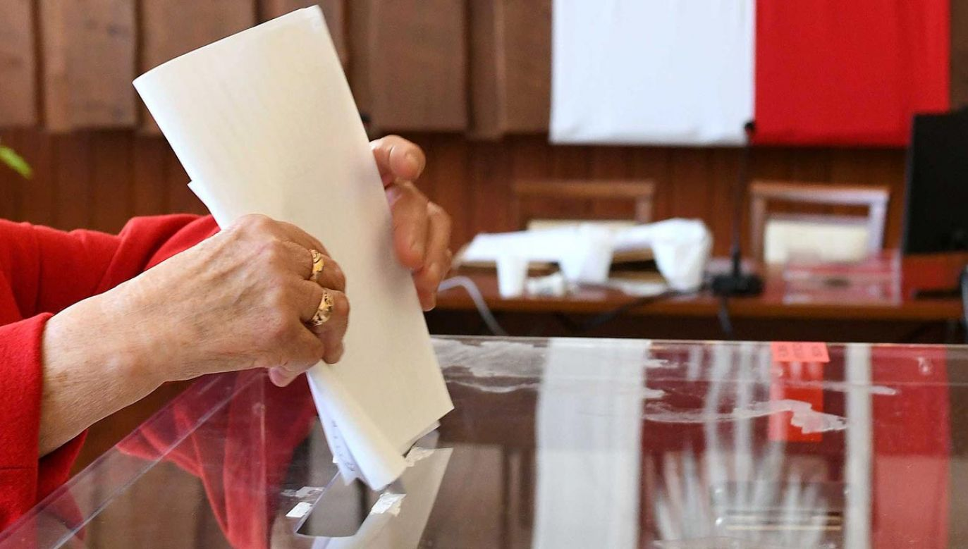 Bruski podkreślił, że obejmując funkcję prezydenta miasta ślubował wykonywanie swoich obowiązków dla dobra publicznego i pomyślności mieszkańców (fot. PAP/Darek Delmanowicz)