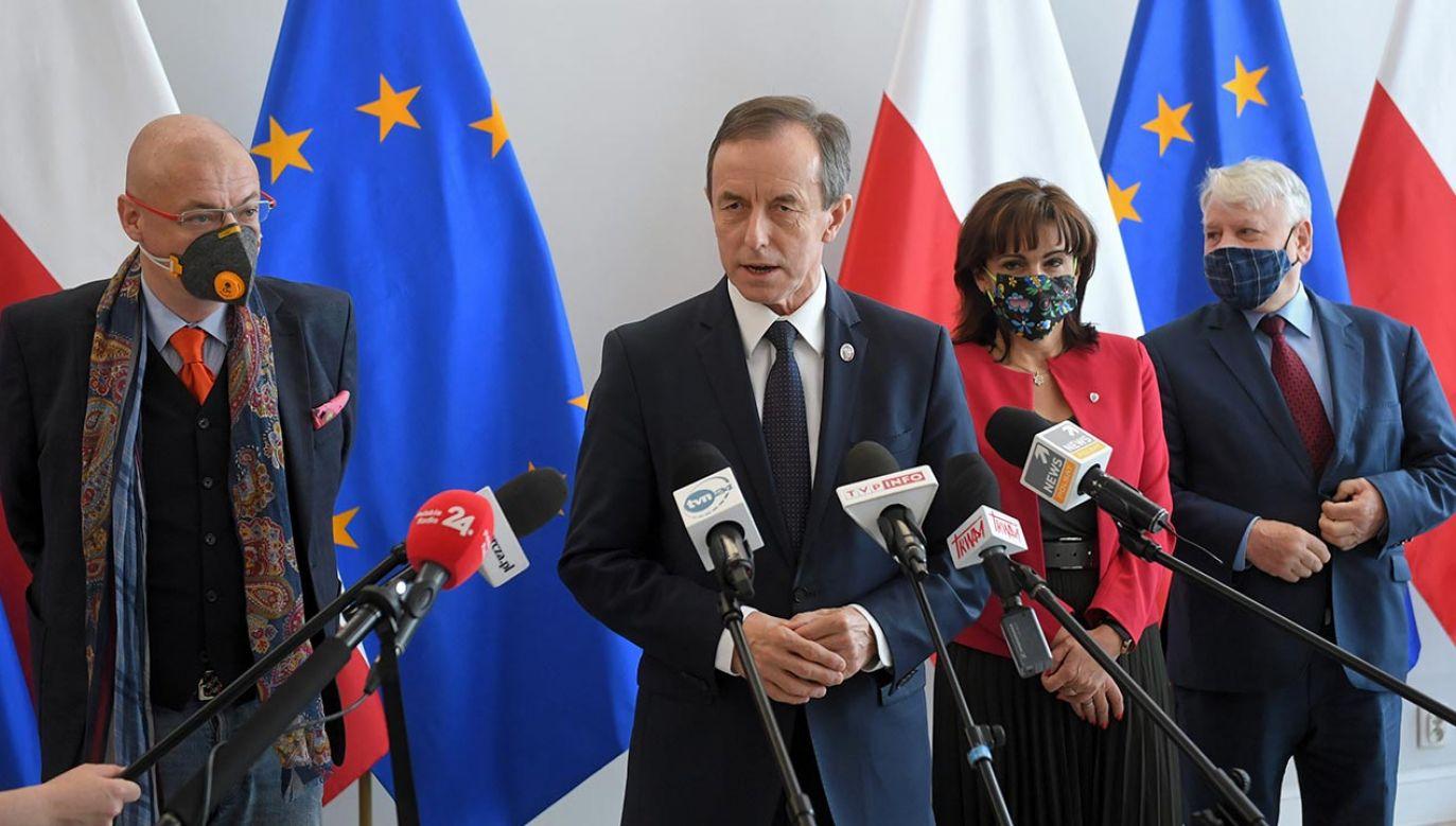 W co gra marszałek Senatu? (fot. PAP/Radek Pietruszka)