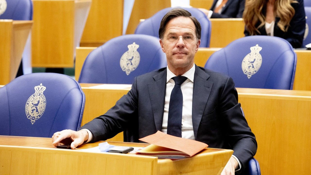 Premier Mark Rutte w holenderskim parlamencie (fot. Niels Wenstedt/BSR Agency/Getty Images)