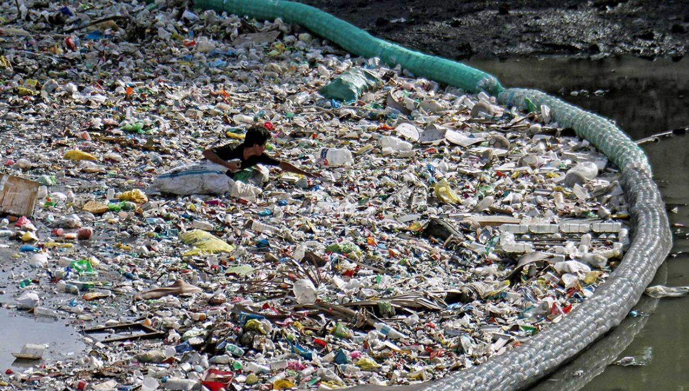 Filipiny są jednym z głównych źródeł odpadów z tworzyw sztucznych w oceanach  (fot. EPA/ADOLFO ESPINOSA)