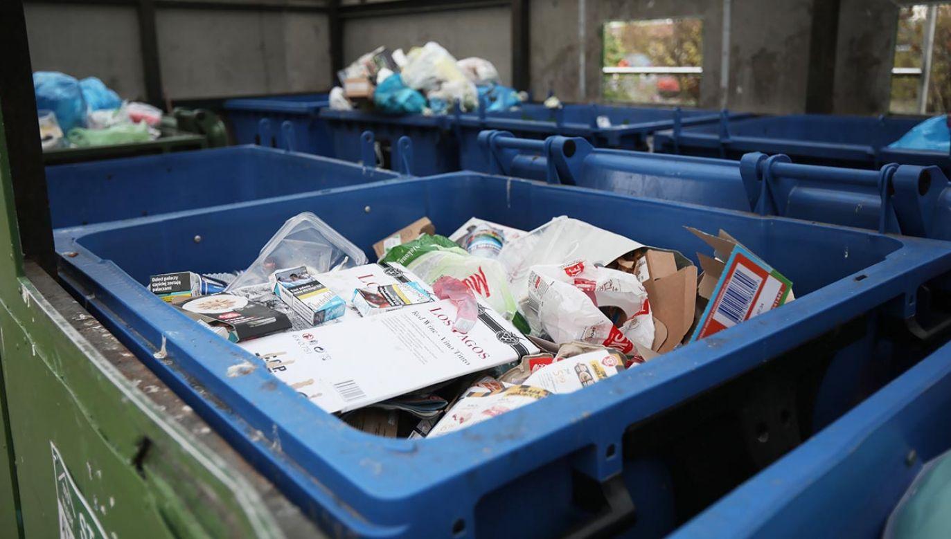 Od 1 kwietnia wywóz śmieci będzie kosztował jednego warszawiaka ok. 50 zł. (fot. PAP/Leszek Szymański)