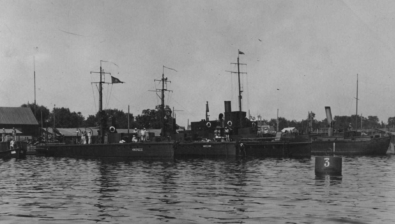 """Monitory rzeczne Flotylli Pińskiej ORP """"Horodyszcze"""" i ORP """"Warszawa"""" w porcie. Lata '30. Fot. NAC"""