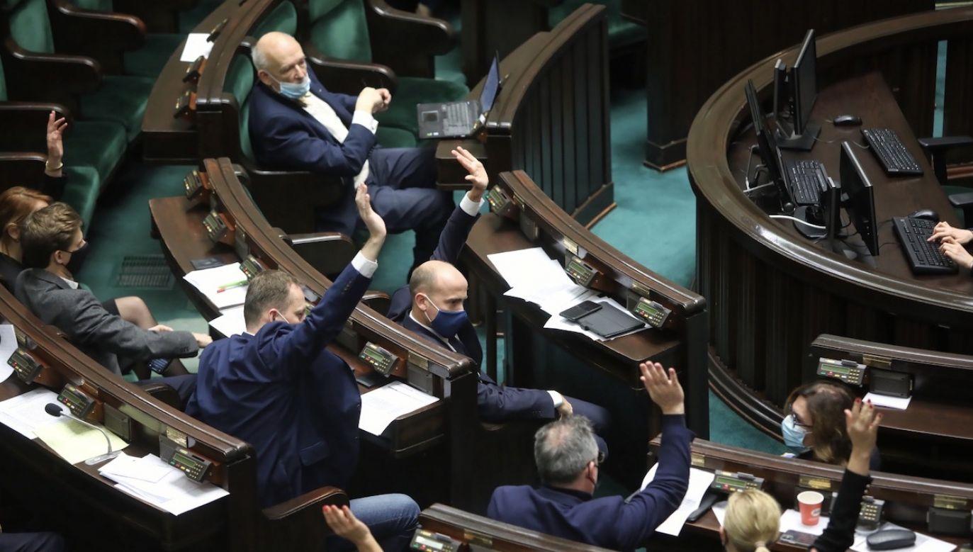 Ryszard Terlecki powiedział, że klub PiS zgłosi własnego kandydata na RPO (fot. PAP/Wojciech Olkuśnik)