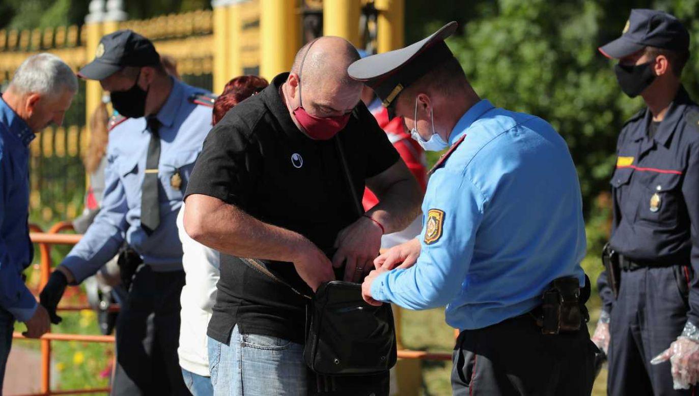 Białoruska milicja mobilizuje się przed wyborami (fot. PAP/EPA/TATYANA ZENKOVICH)