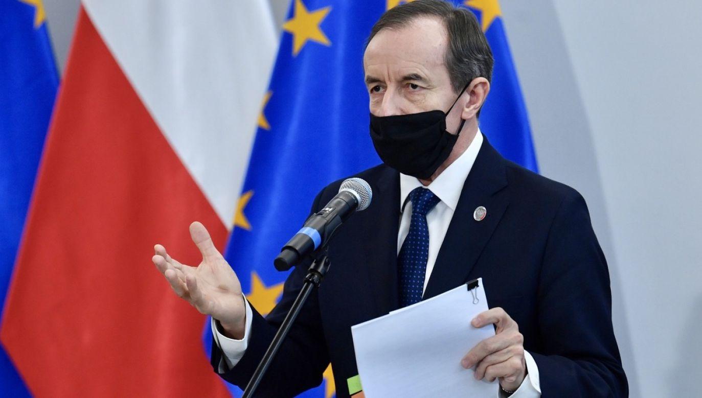 Marszałek Grodzki w środę zapowiedział, że Senat zbierze się w poniedziałek o godz. 16, a pierwszym punktem posiedzenia będzie rozpatrzenie przepisów dotyczących walki z epidemią (fot. PAP/Radek Pietruszka)