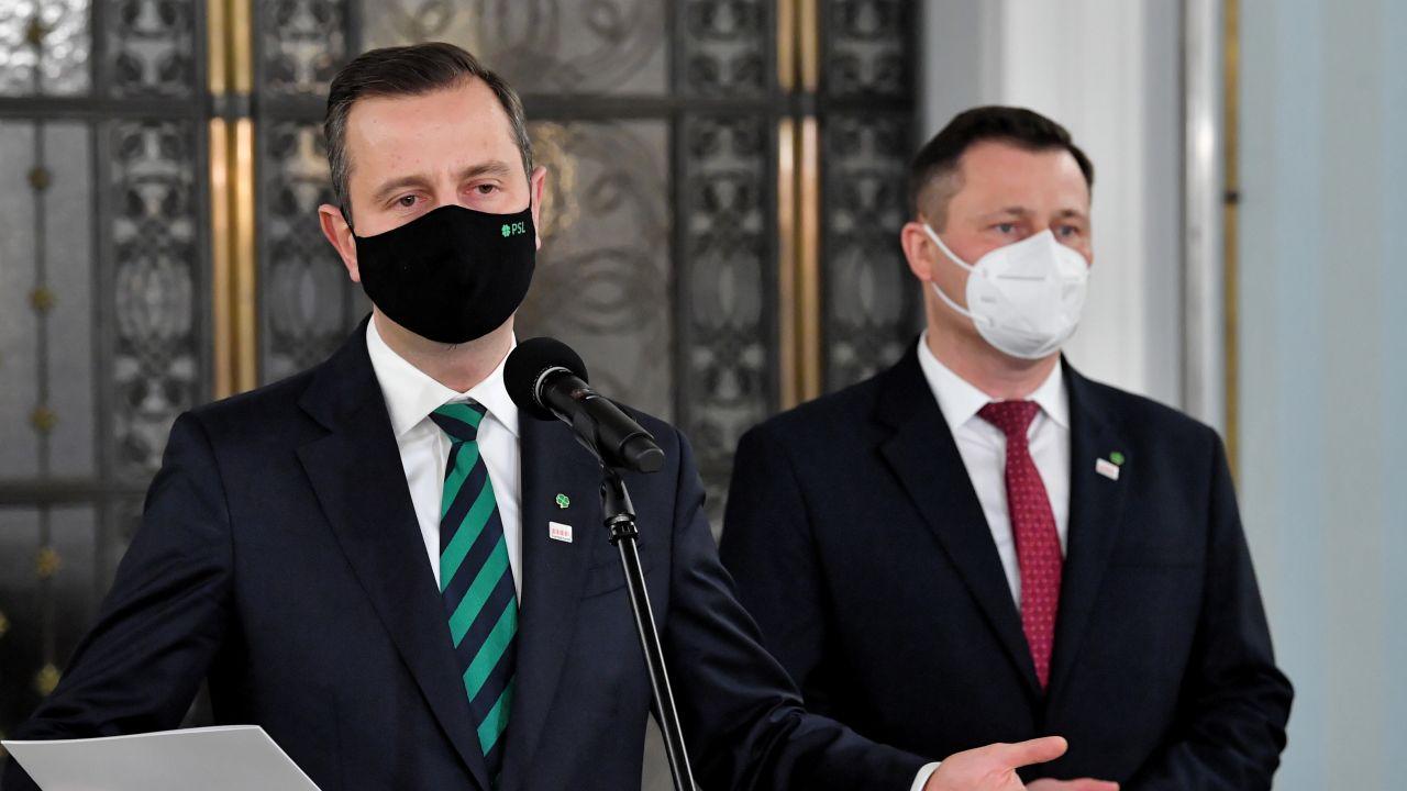 Władysław Kosiniak-Kamysz i Krzysztof Paszyk. Spór o Fundusz Odbudowy teraz w Senacie (fot. PAP/Radek Pietruszka)