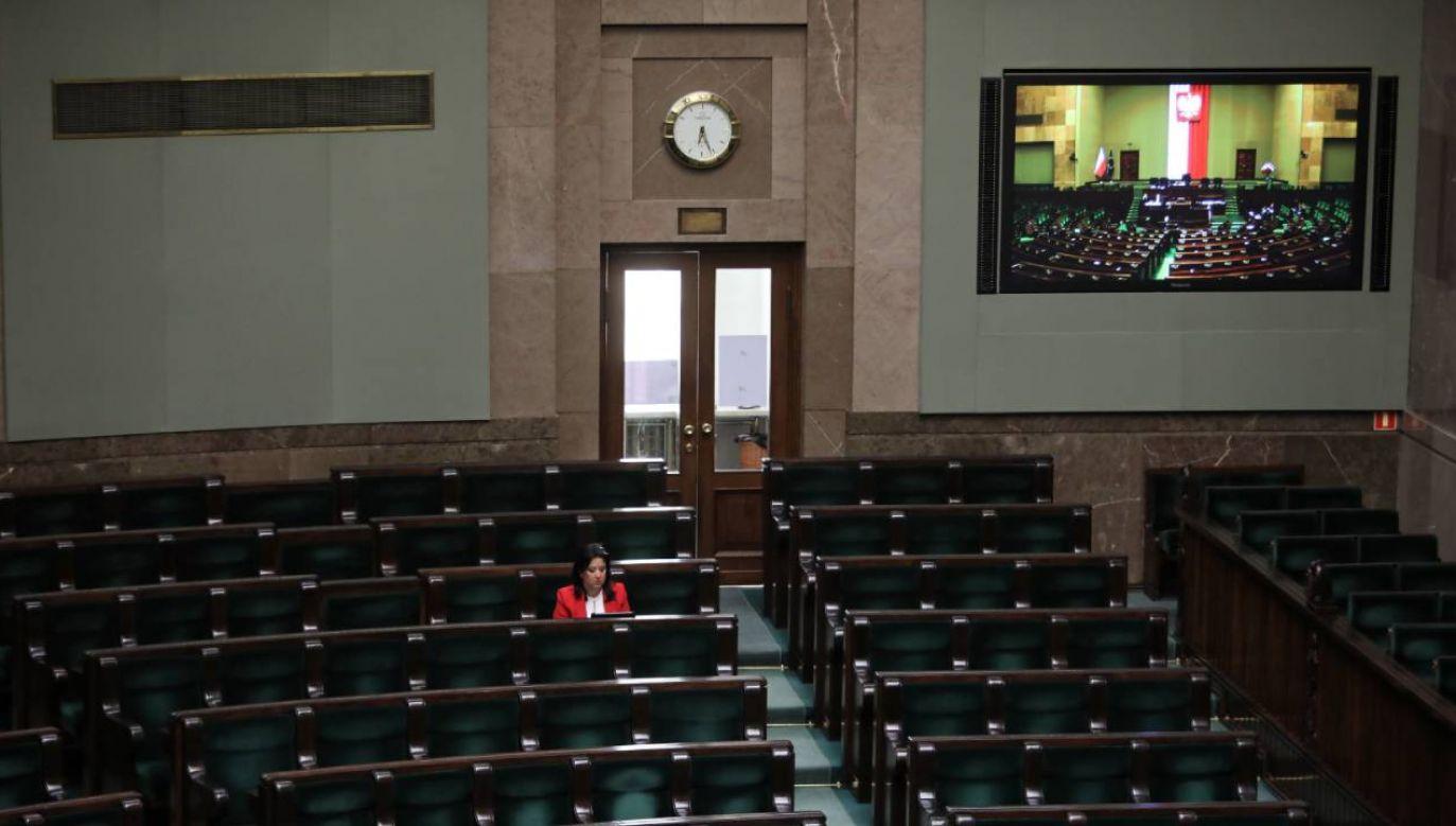Rządowy projekt rozszerzający wsparcie dla firm w ramach tarczy antykryzysowej zostanie poddany dziś pod głosowanie w Sejmie (fot. PAP/Wojciech Olkuśnik)