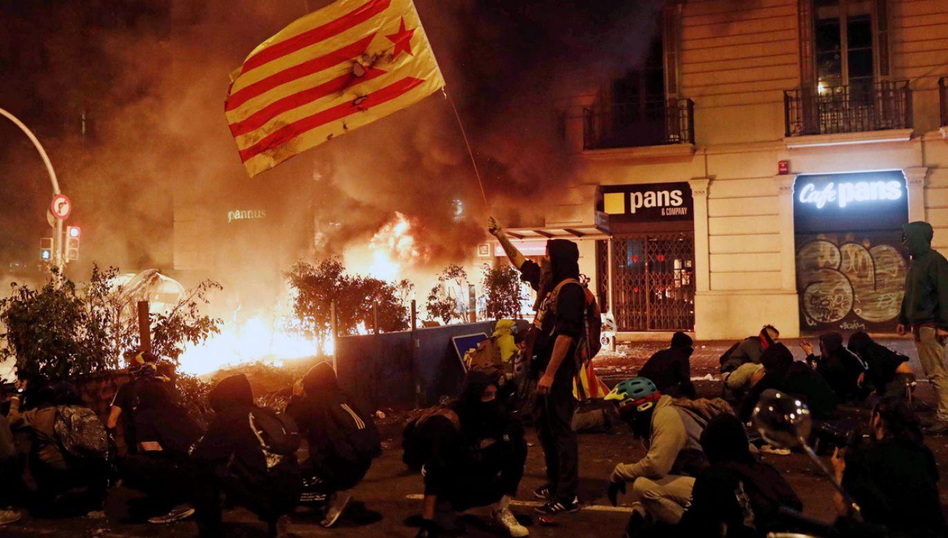 Wśród ponad 100 zatrzymanych przez policję manifestantów dominuje młodzież (fot. PAP/EPA/JESUS DIGES)