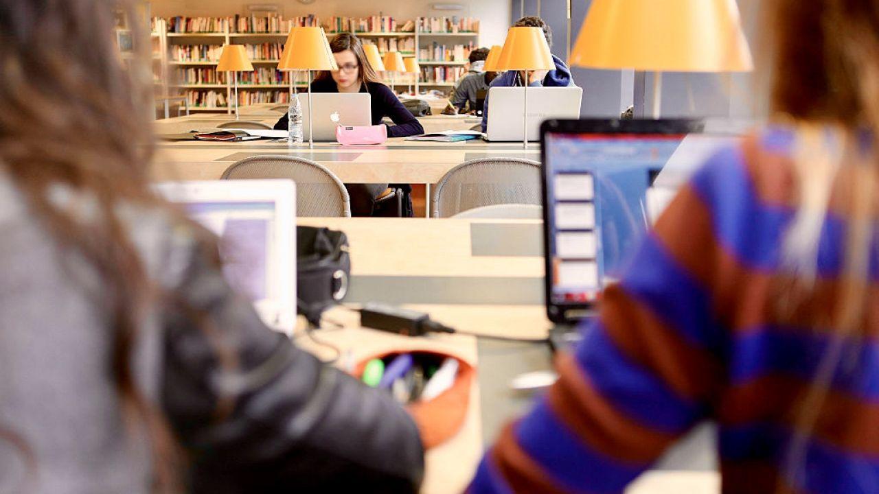 We Francji ma ruszyć plan formacji nt. sekularyzmu dla nauczycieli (fot. Andia/Universal Images Group via Getty Images)
