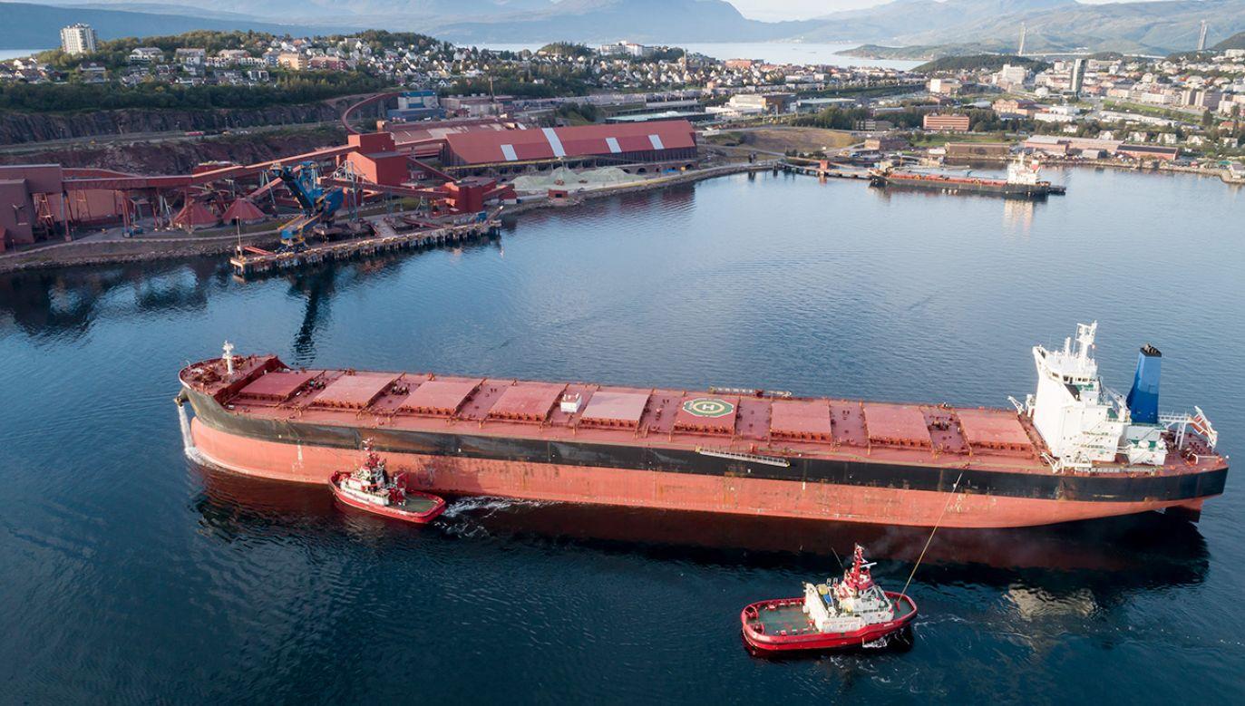Statek z chorymi na COVID-19 nadal nie wpłynął do portu w Narwiku (fot. Shutterstock)
