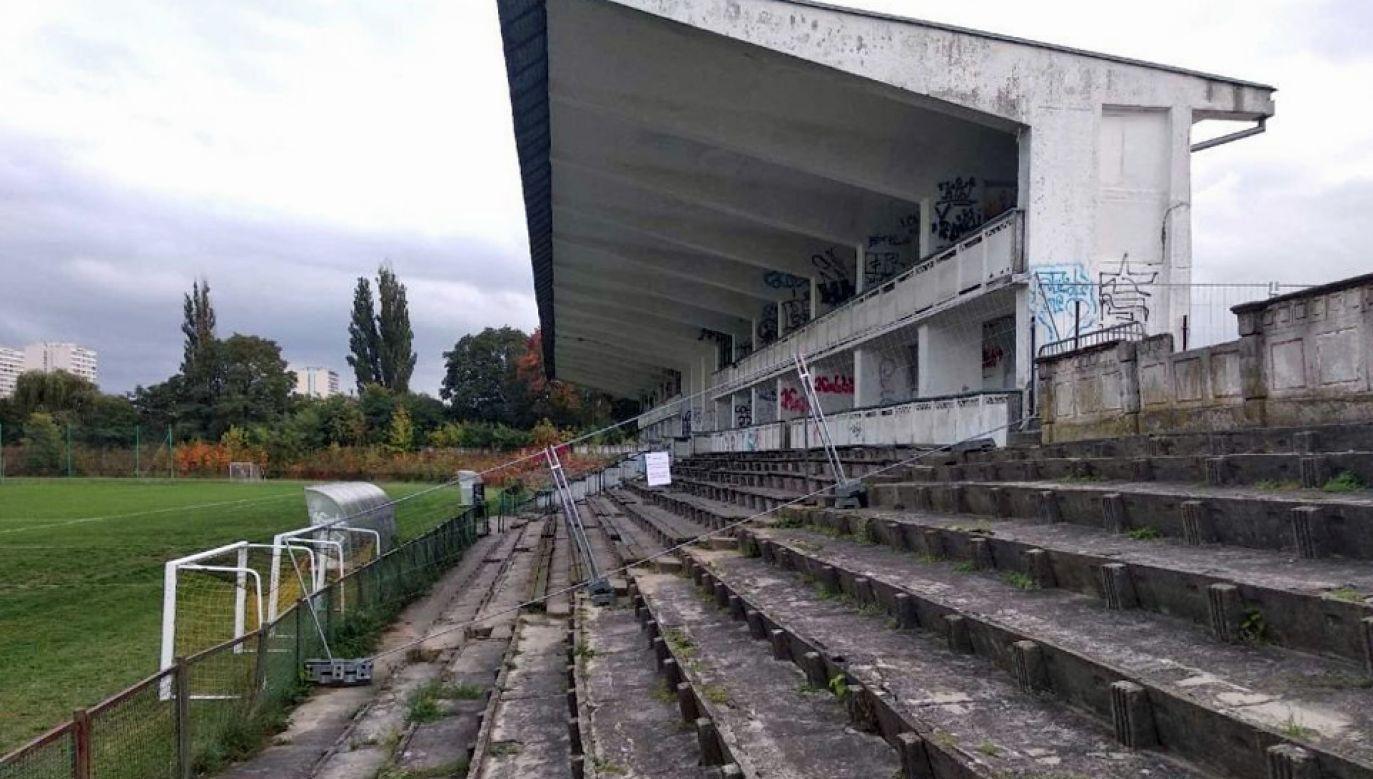 Zamknięta trybuna stadionu RKS Marymont (fot. UD Żoliborz)