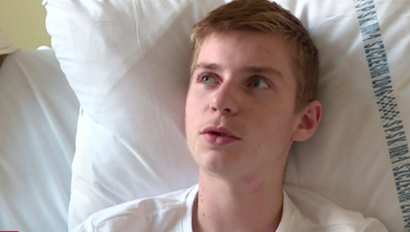 Janek stracił dłoń, gdy pomagał ojcu podczas pracy w warsztacie (fot. TVP)