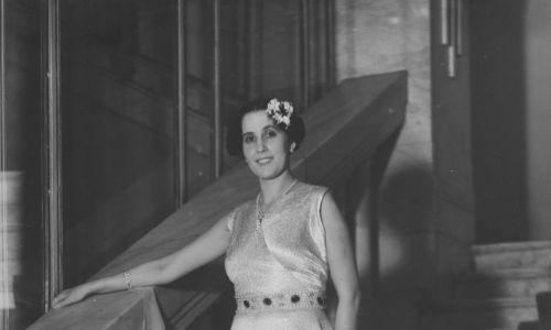 """W magazynie """"Światowid"""" nr 3/649 z 17 stycznia 1937 roku ukazały się zdjęcia uczestniczek balu mody  zorganizowanego przez Związek Autorów Dramatycznych w Warszawie. Wśród fotografii znanych wówczas aktorek pojawiło się też zdjęcie Zuzanny Marii Goldfeder. Fot. NAC/IKC"""