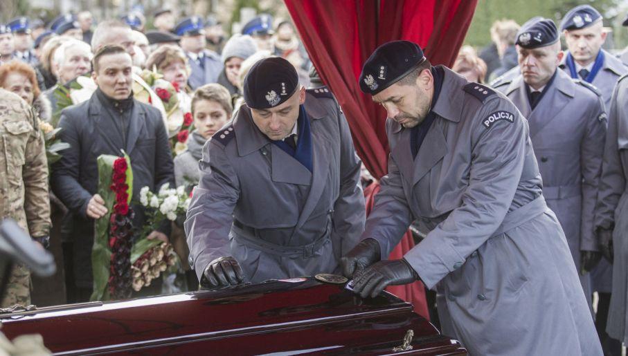 Mariusz Koziarski otrzymał pośmiertnie awans i odznaczenie (fot. PAP/Aleksander Koźmiński)