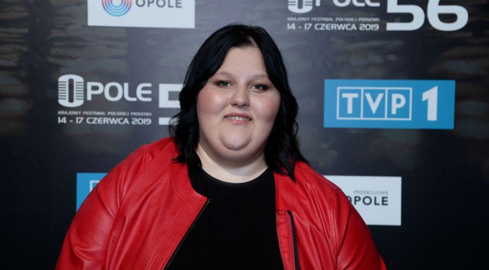 """Aleksandra Nykiel została laureatką """"Szansy na sukces. Opole 2019"""" i w ten sposób zyskała możliwość debiutu w Opolu (fot. Jan Bogacz/TVP)"""