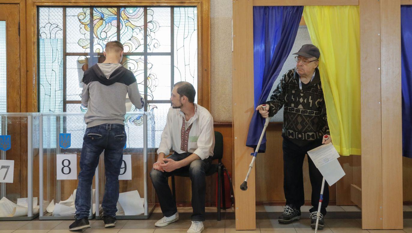 Mieszkańcy Ukrainy wybierają parlament (fot. PAP/EPA/SERGEY DOLZHENKO)
