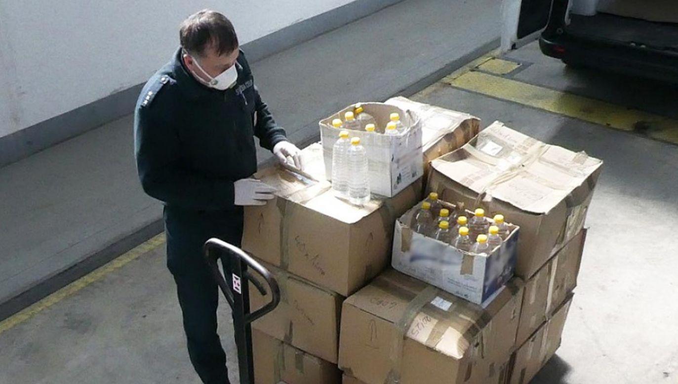 Alkohol był zatrzymany podczas działań kontrolnych prowadzonych na terenie kraju (fot. KAS)