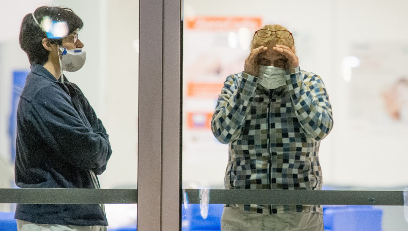 Włoski lekarz jest już trzecią osobą w Hiszpanii,  u której wynik testu  na obecność wirusa wyszedł pozytywny (fot. Massimo Bertolini/NurPhoto via Getty Images)